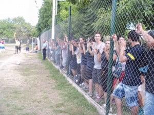Una multitud apoyó a Escobar FC en el Poli Maschwitz