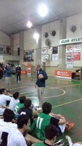 Sergio Hernandez respondiendo preguntas a los chicos en CAIDE