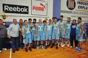 El equipo de Sportivo recibe la copa de subcampeón