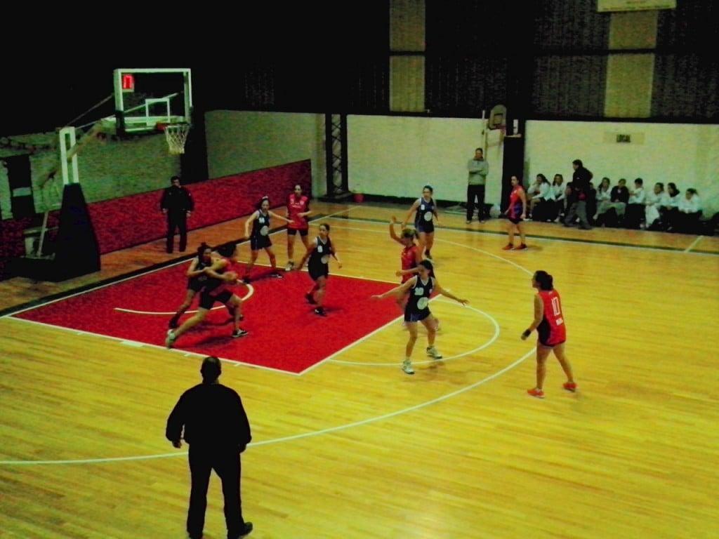 Las areneras y una nueva cátedra de básquet