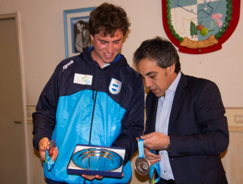 De vuelta en casa, Francisco Esteras fue recibido por Sandro Guzmán