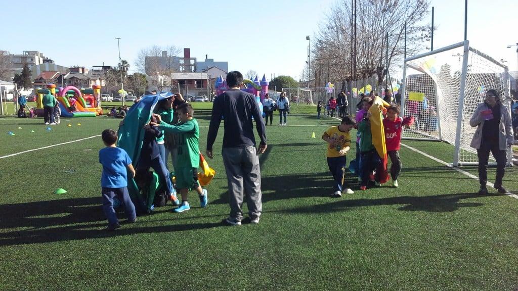 Cientos de niños festejaron su día en el Club Independiente