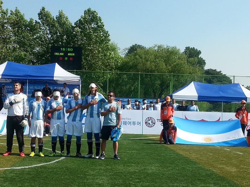 Los Murciélagos, en su debut en Toronto,   golearon a Uruguay