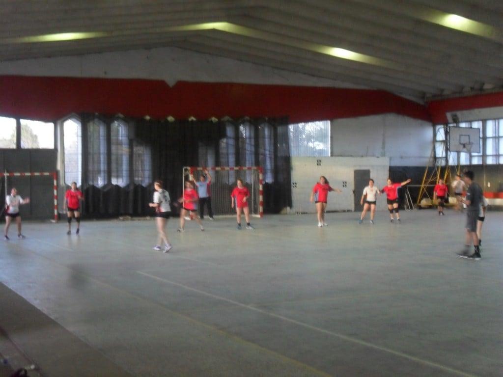 Handball: Las formativas de Escobar no quitan el píe del acelerador
