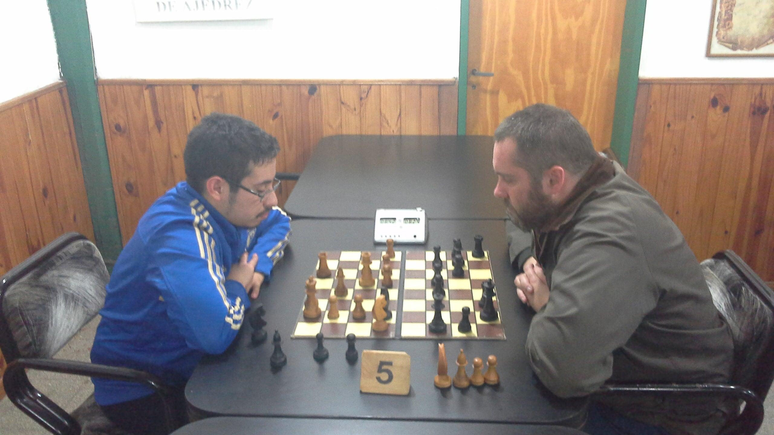 Cristian Dolezal jugando la última ronda con Alexis Herrera
