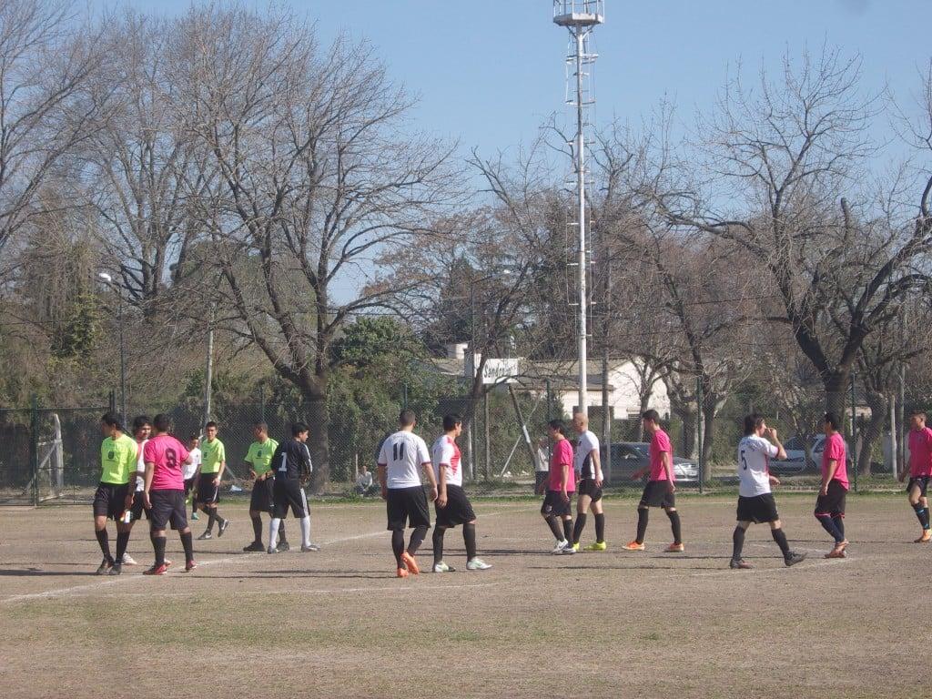 Atlético Escobar no pudo contra el buen presente de Villa Rosa