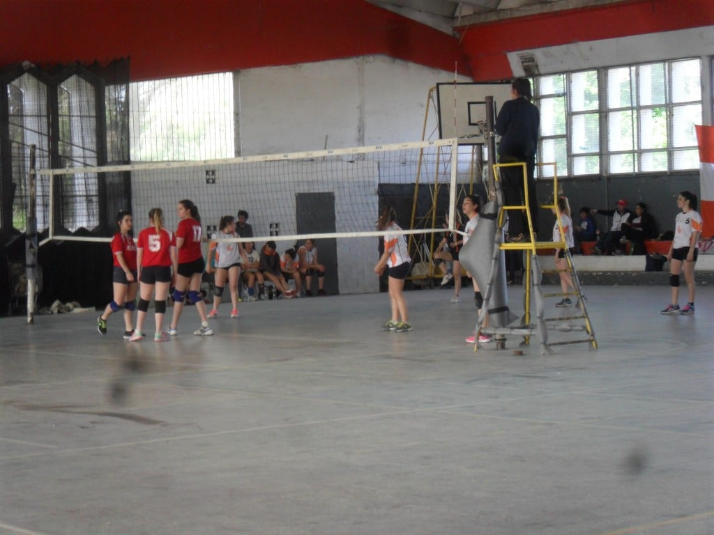 Jornada dispar para las chicas de Escobar Voley