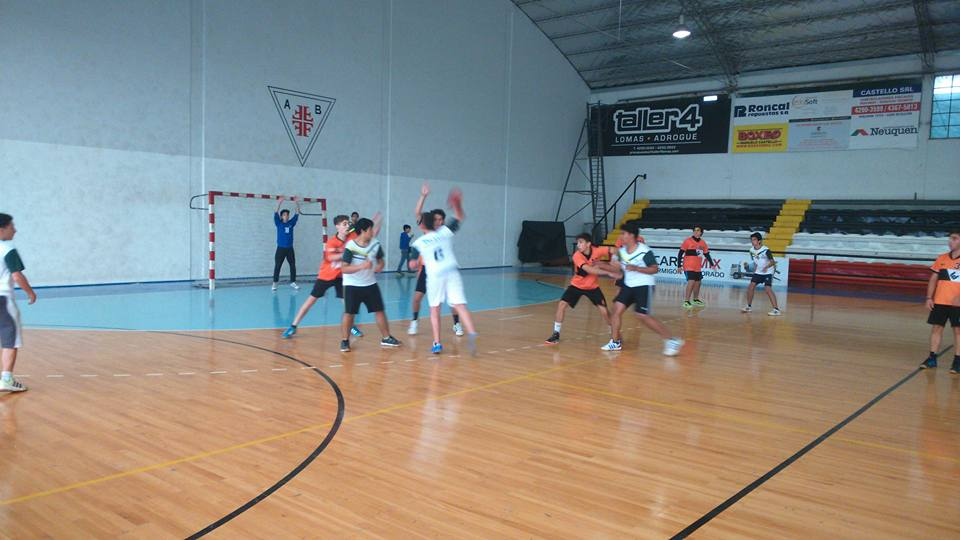 Otra fecha a puro handball para Escobar