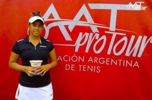 Este año, Farfán ganó dos torneos del circuito Top Serv.