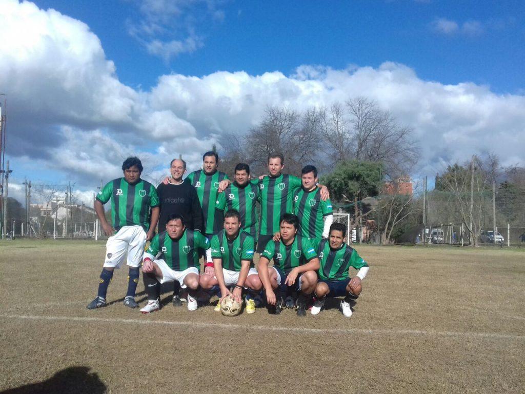 Fútbol interno para socios, un clásico vigente en el club verdinegro de Escobar