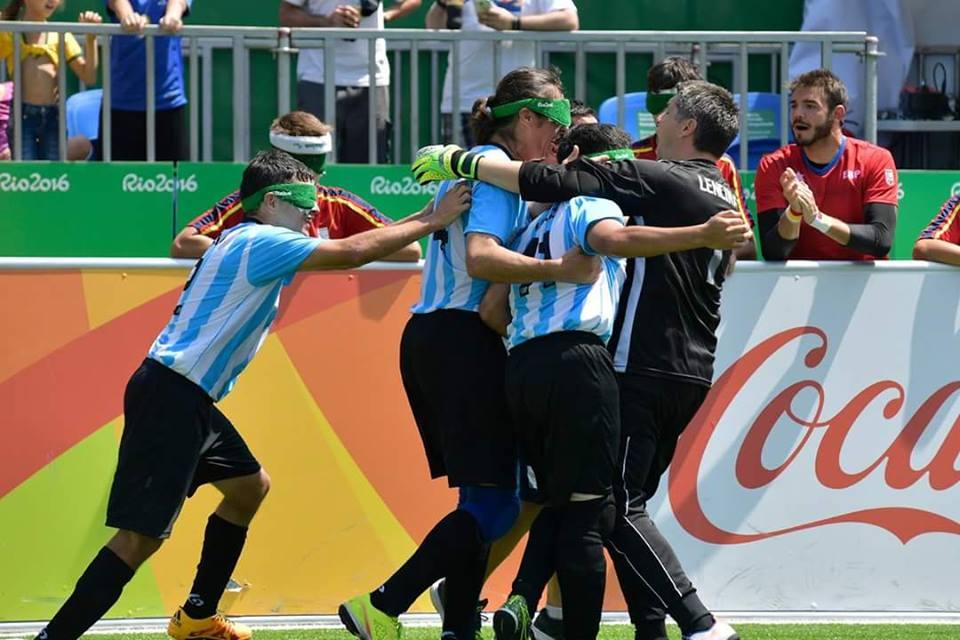 Los Murciélagos,  ganaron a España en la segunda presentación de los juegos