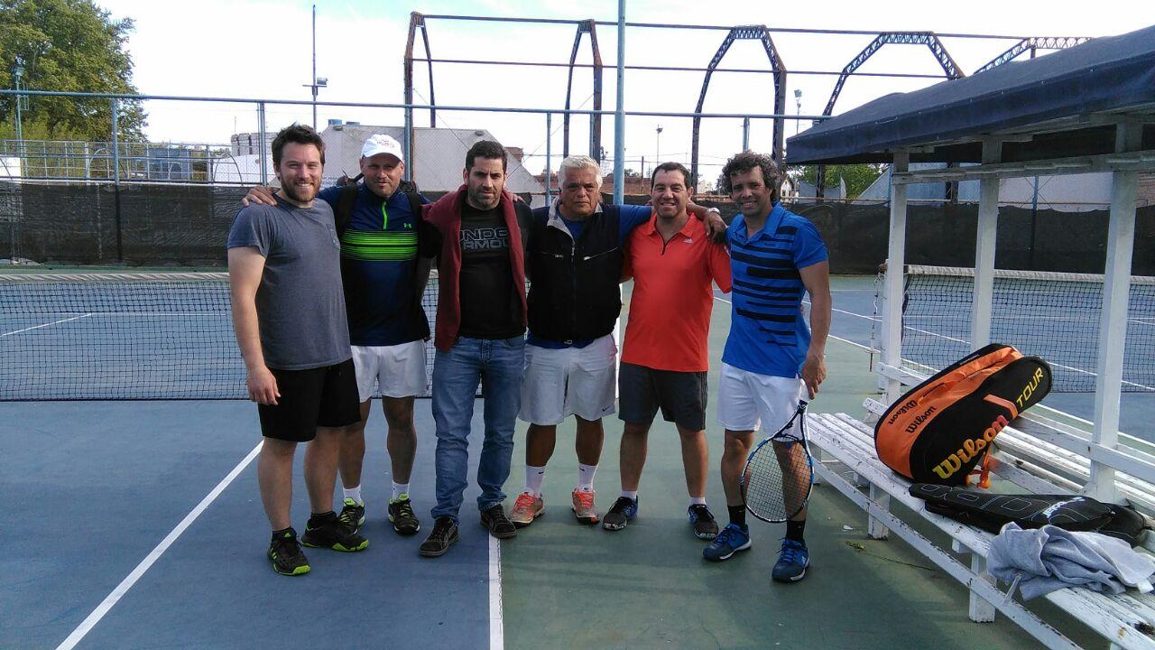 Fragozo, Bernardini, Piarrastegui, Raffo, Demarco y Drovetto, equipo de 4ta.libre