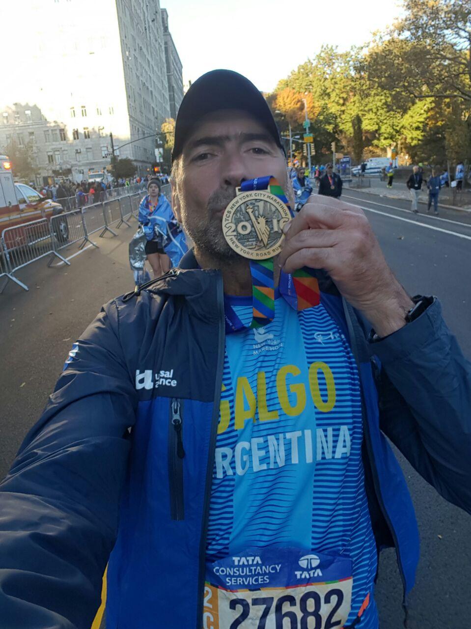 Eduardo Dominguez y su medalla por participación