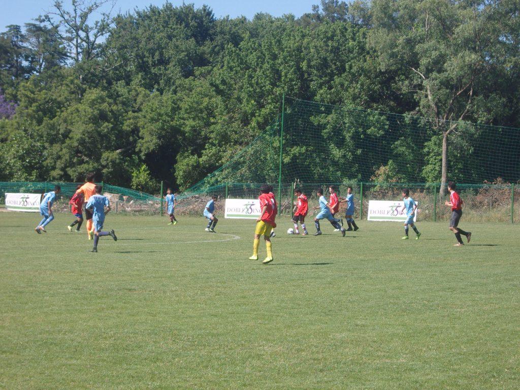La Escuela de Fútbol de Doble Cinco recibió la visita de las Inferiores de Racing