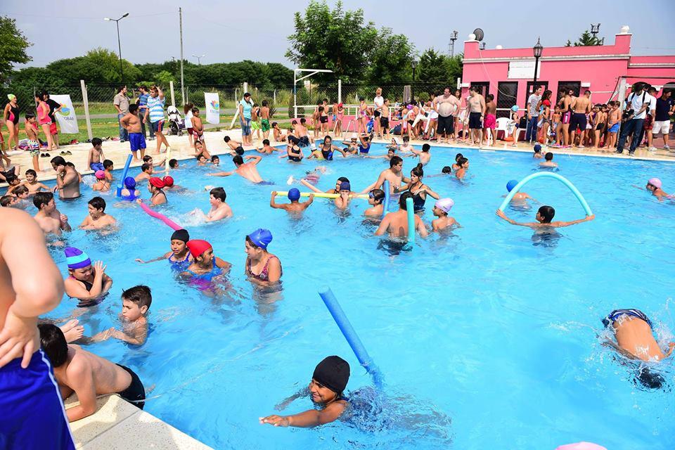 Comenzó la temporada de Colonia de vacaciones en los Polideportivos Municipales.