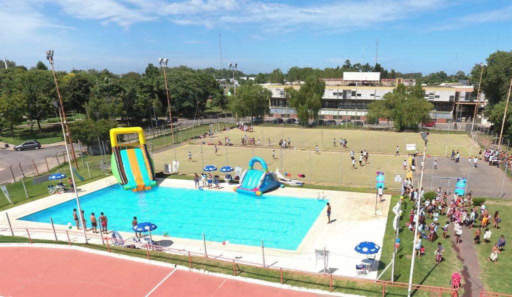 Las colonias de verano municipales cerraron con todo en el polideportivo Luis Monti