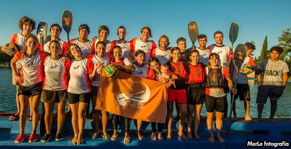 Plantel de ambas ramas de Kayak Escobar ganadores de la jornada