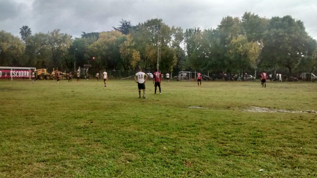 Bajo una intensa lluvia, Atlético festejó