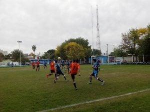 En un partido caliente, Sportivo Escobar repartió puntos con Manzanares