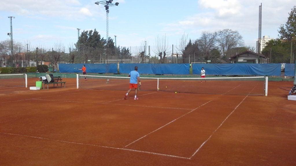 Independiente, comenzó a jugar el  Interclubes de Tenis en  categoría libre