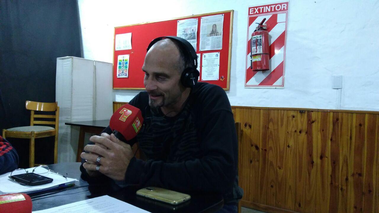 Fernando Taglioretti dialoga con RDE en su estudio de radio