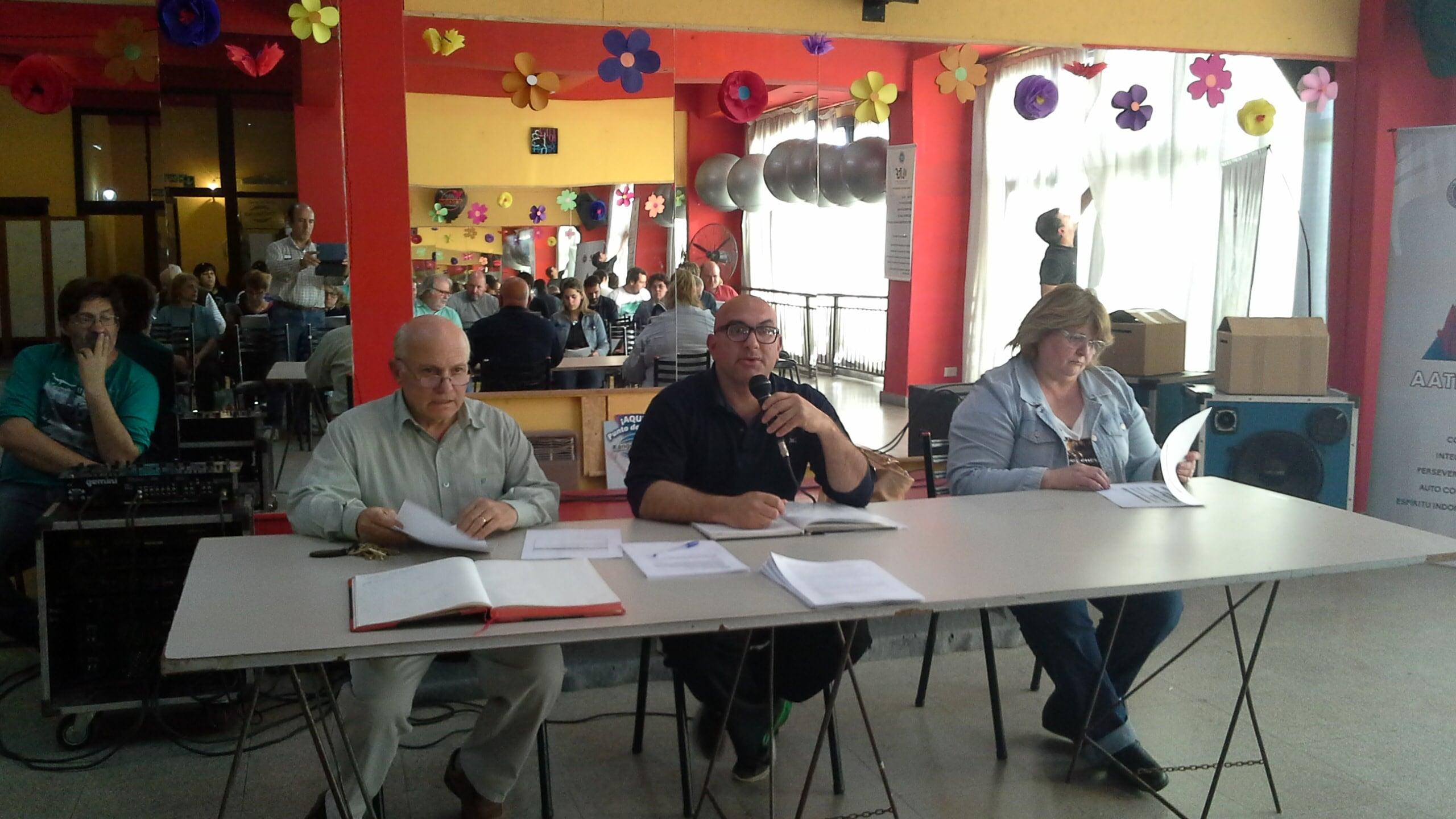 Pablo Sperdutti acompañado por William Martinelli y Laura Accifonte