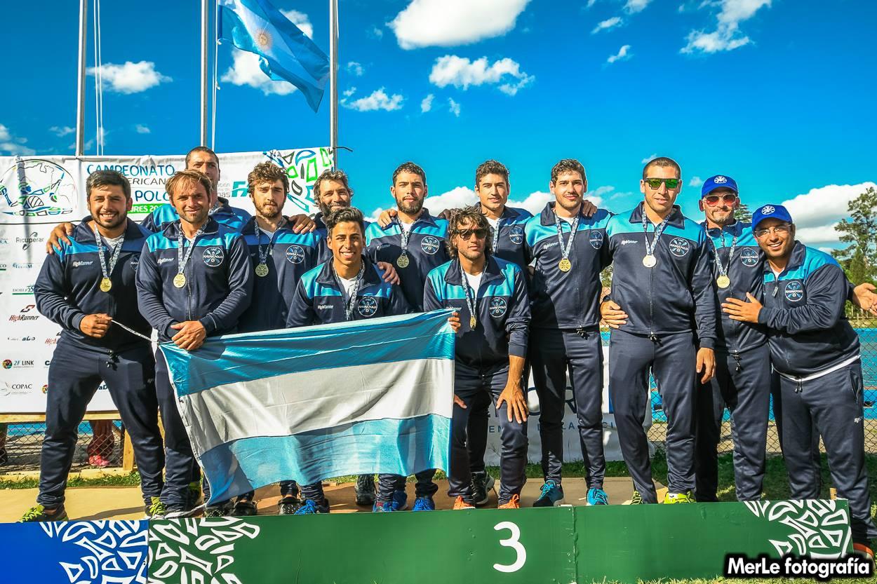 Selección Argentina Masculina en el podio recibiendo medalla de Bronce