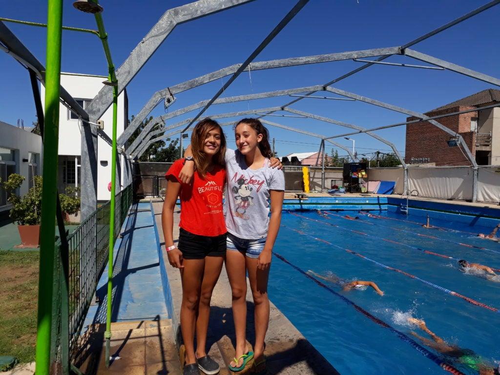Morena y Lola, nadadoras de Independiente, logran mejorar  sus  marcas en el Torneo República