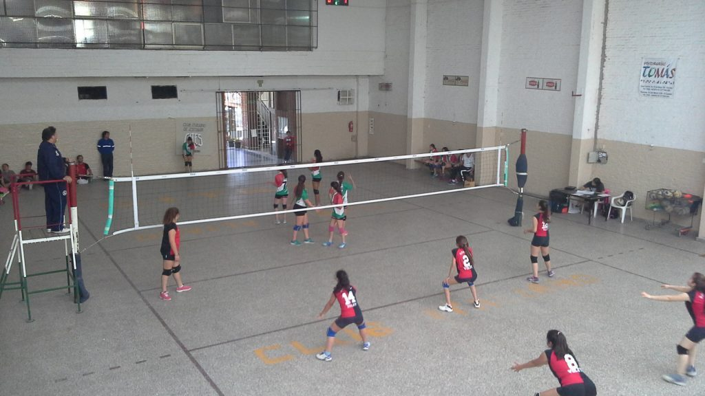 Debut opaco para las inferiores del voley escobarense