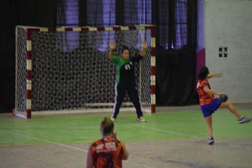 Handball: victoria de las Damas y empate sobre la hora de los Caballeros