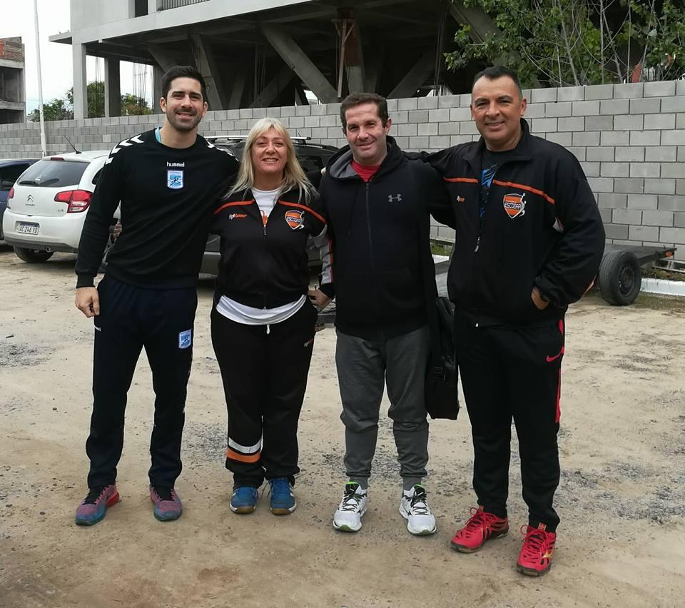 """Eduardo """"Dady"""" Gallardo y Federico Pizarro brindaron una clínica de handball"""