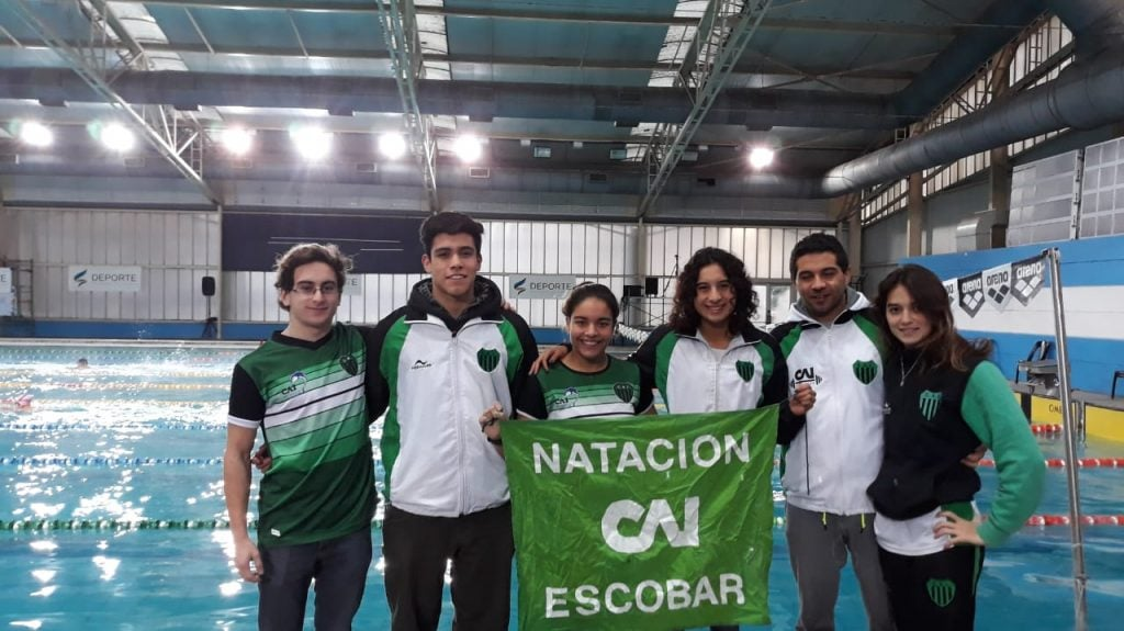 """Macarena Giménez  """"Plata"""" y Candela Nieves  """"Bronce"""", en el Nacional de Natación"""