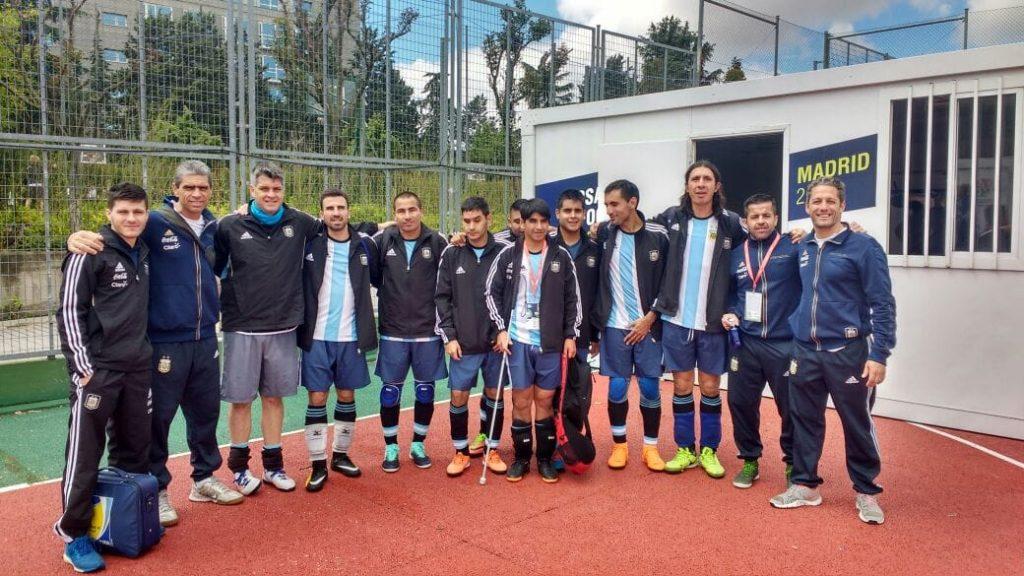 Los Murciélagos empataron y lideran su grupo en el Mundial