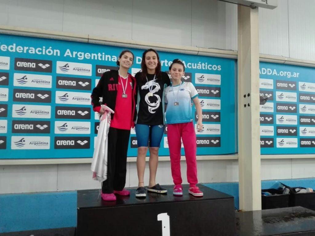 Josefina Reinatti, campeona metropolitana en 100 y 200 metros mariposa