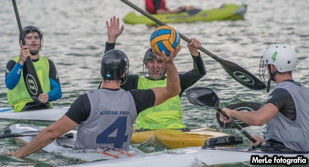 En Escobar se juega  la  final de la Copa Argentina de Kayak Polo