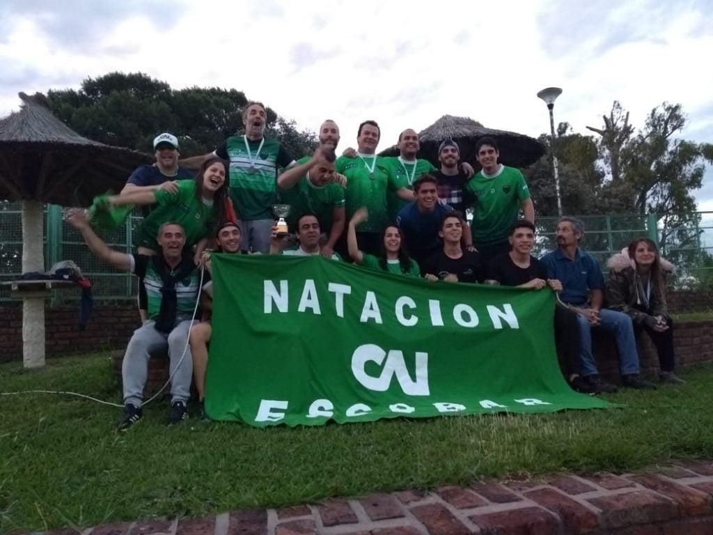 Independiente se corono campeón con el equipo de natación Máster  en FANNBA