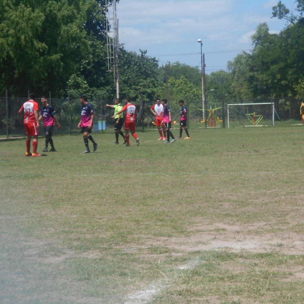 Atlético Escobar se recuperó rápido y se quedo con una importante victoria
