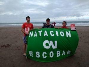 Tres nadadores de CAIDE participaron de la carrera Río Mar de Necochea