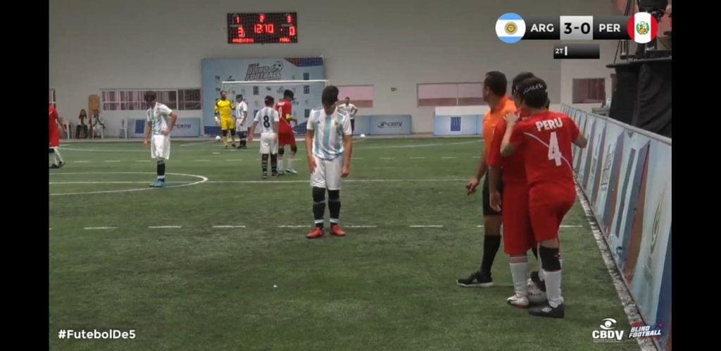 Los Murciélagos golearon a Perú por 4 a 0
