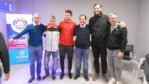 Fabricio Oberto y Nicolas Laprovittola brindaron una clínica de básquet en el microestadio de Garín