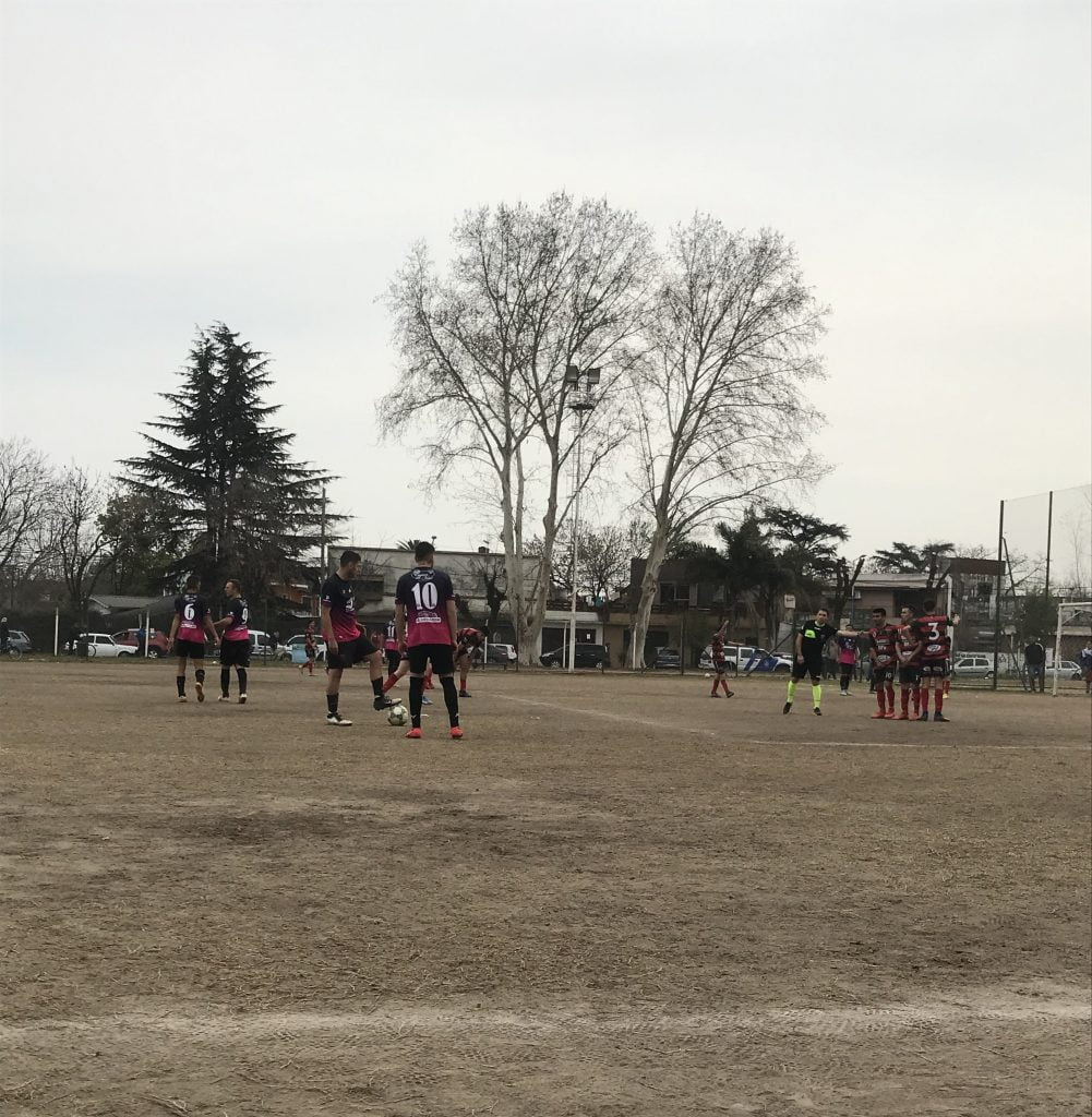 Atlético Escobar dio vuelta un partido difícil