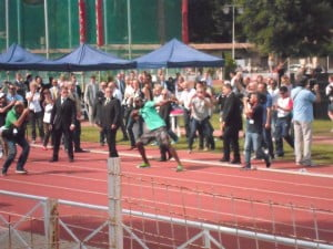 El conocido atleta Usain Bolt se hizo presente en la apertura