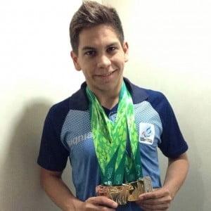 Amilcar en Chile muestra las medallas ganadas