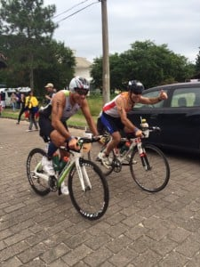 Javier Lago participando en la etapa de bicicleta.