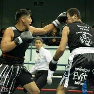 David, el otro Benítez boxeador, en una de sus peleas amateur. Este sábado debutará en el boxeo rentado