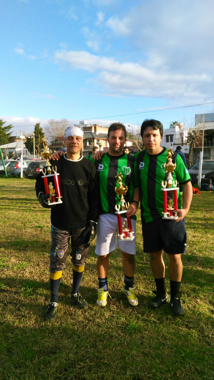 Morazzini  (valla menos vencida) Chaparro (mejor jugador) y Sequeira (goleador)  del torneo interno.