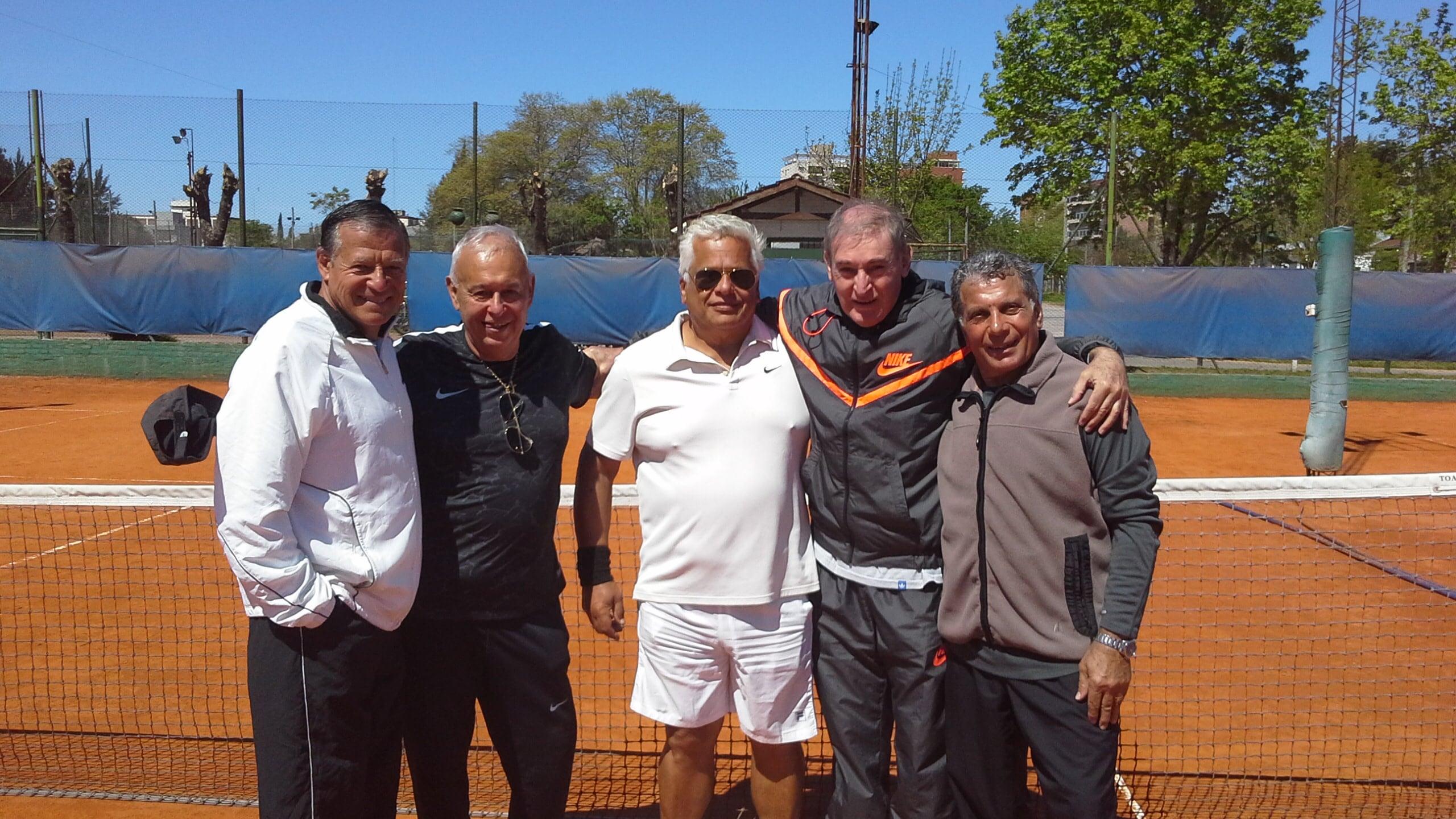 Sosa, Barbagelatta, Raffo, Gonzalez y Ferrito, el equipo en súper veteranos