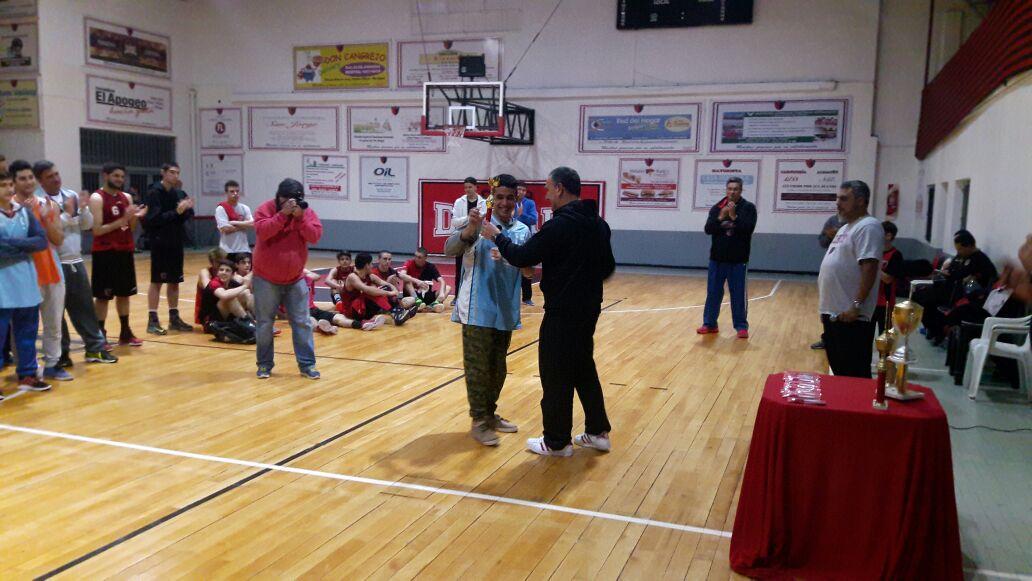Sportivo Escobar recibe la Copa de Campeón