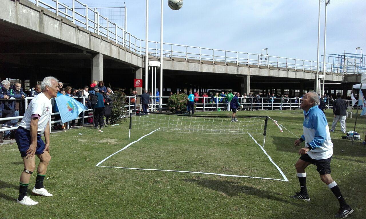 Dupla de Fútbol Tenis en el área de adultos mayores