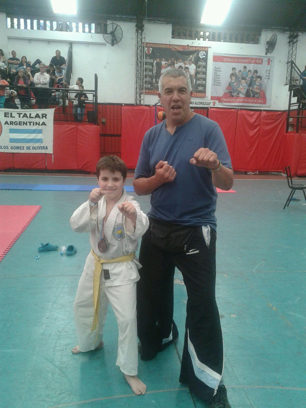 Lautaro Giudicce campeón en combate junto a Walter